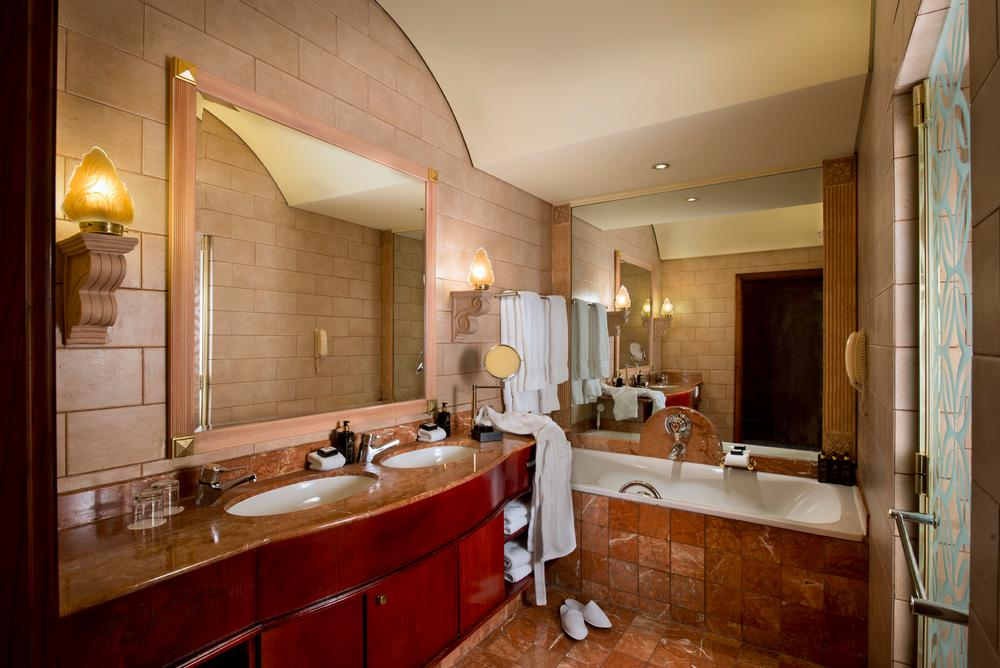 Michelangelo Hotel Executive Suite Bathroom
